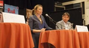 Tweede Kamerlid Lea Bouwmeester reisde af naar Hattem om met lokale politici te praten over de zorg.