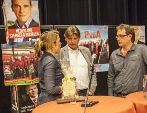 Na afloop praten Andre Borst en Bert-Jan Dokter nog even na met Lea Bouwmeester.